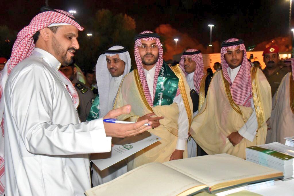 زيارة نائب أمير المنطقة لجناح الجمعية